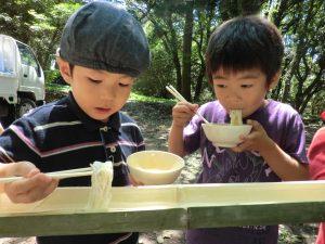 美心幼愛園 | 熊本市西区中島町の認可保育所,そうめん流し